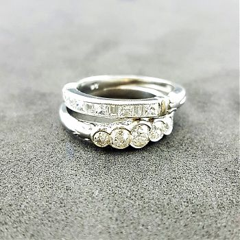 Classic rings in platinum
